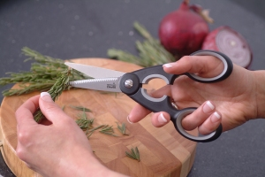 Control Kitchen Knife in use