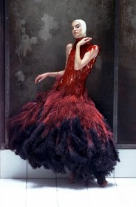 7._Dress_of_dyed_ostrich_feathers_and_hand-painted_microscopic_slides_Voss_SS_2001._Model_Erin_OConnor._Image_REX_jpg_610x610_q85